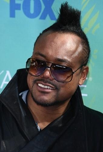 Apl.de.ap, produtor musical e membro do Black Eyed Peas, faz um mistura de topete alto