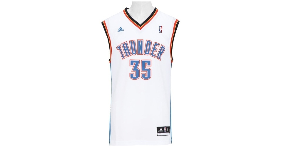 Camiseta Adidas inspirada nos uniformes de basquete; a partir de R$ 99,90, na Centauro