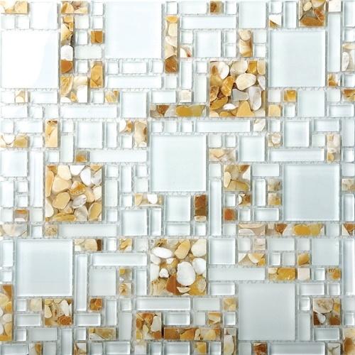 Da Everstone Brasil, as pastilhas de vidro e pedra são da linha Glass