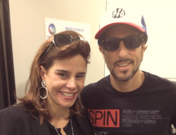 """No Twitter, Narciza Tamborindeguy divulga foto tirada com Marcos Mion antes de gravar """"Legendários"""" (21/5/2012)"""