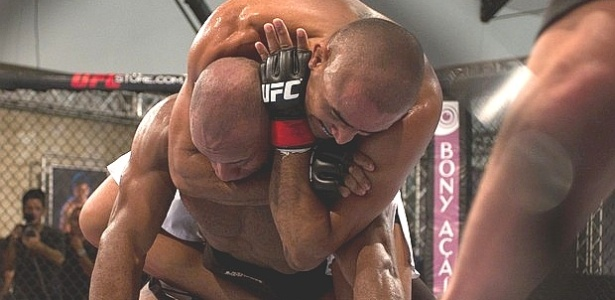 Serginho finaliza P de Chumbo no ltimo duelo de quartas de final do TUF Brasil