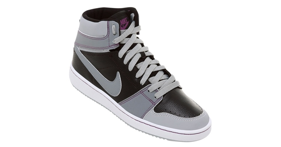 Tênis Nike de cano alto; a partir de R$ 129,90, na Netshoes