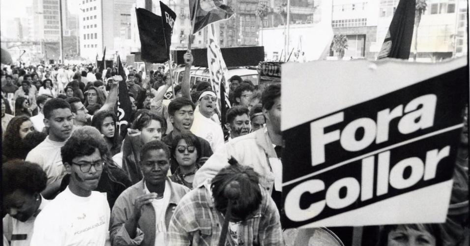 22.mai.2012 - Caras-pintadas protestam pelo impeachment do então presidente Fernando Collor de Mello, em São Paulo, em agosto de 1992