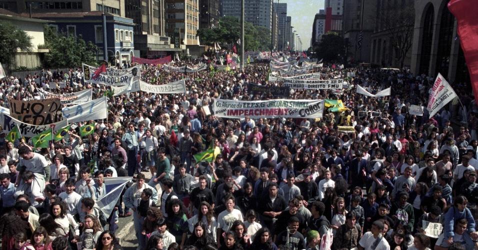 22.mai.2012 - Manifestantes fazem ato pelo impeachment do então presidente Fernando Collor de Mello, na avenida Paulista, em São Paulo, em setembro de 1992