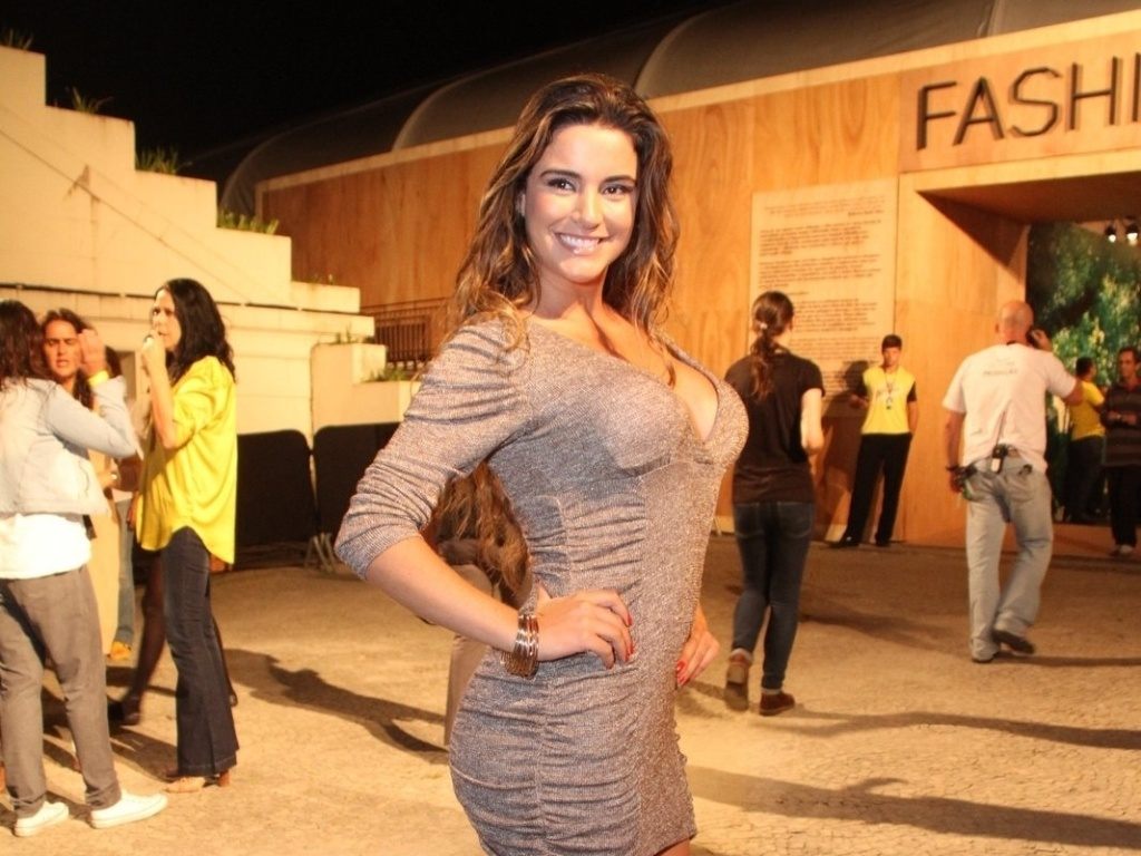 A ex-BBB Laisa prestigia a edio Vero 2013 do Fashion Rio (22/5/12). O evento de moda acontece no Jockey Club, zona sul do Rio
