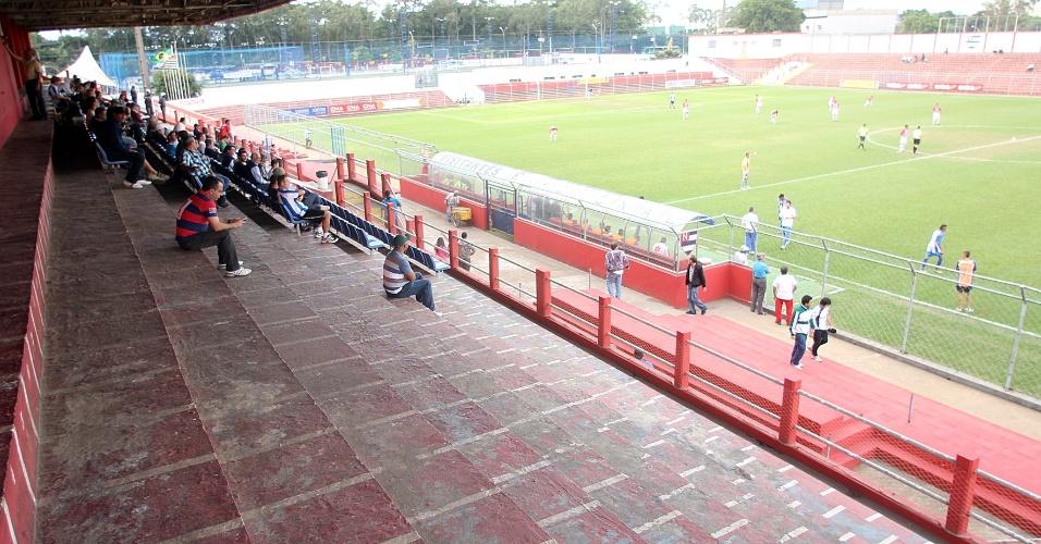 Arquibancada coberta do Nicolau Alayon no sábado (19/5), em jogo do Nacional