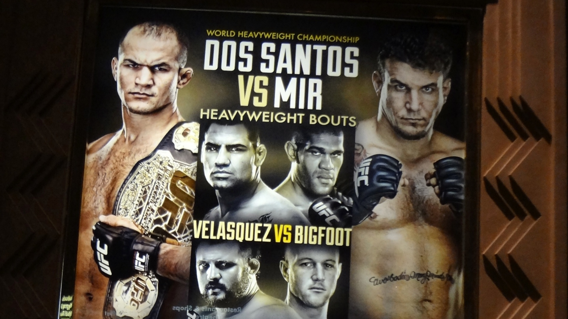 Cartazes do UFC 146 adornam as paredes do MGM Grand Garden, local do evento