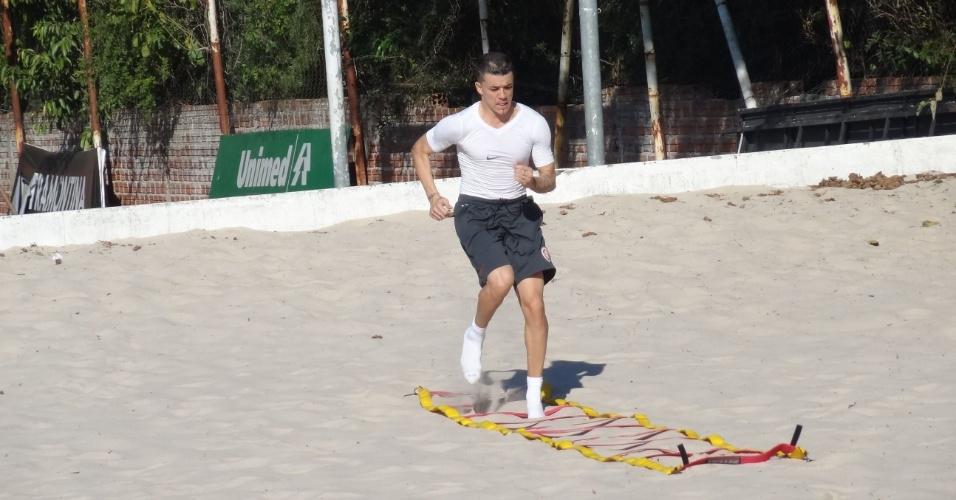D'Alessandro treina na caixa de areia e presença contra o Flamengo fica difícil (22/05/12)