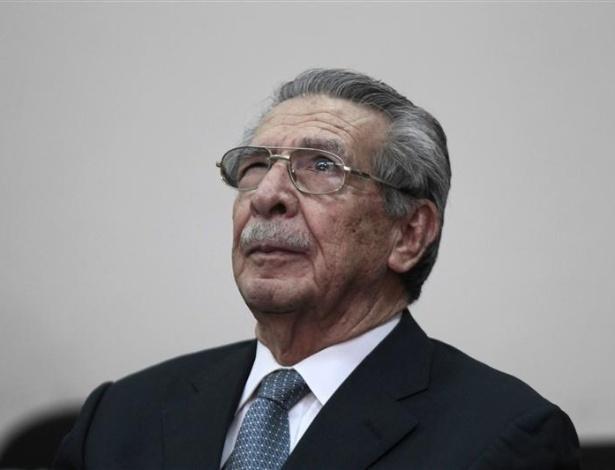 Ex-ditador da Guatemala será processado por massacre - Reuters - UOL Notícias - ex-ditador-da-guatemala-efrain-rios-senta-se-na-suprema-corte-de-justica-na-cidade-da-guatemala-1337692163249_615x470