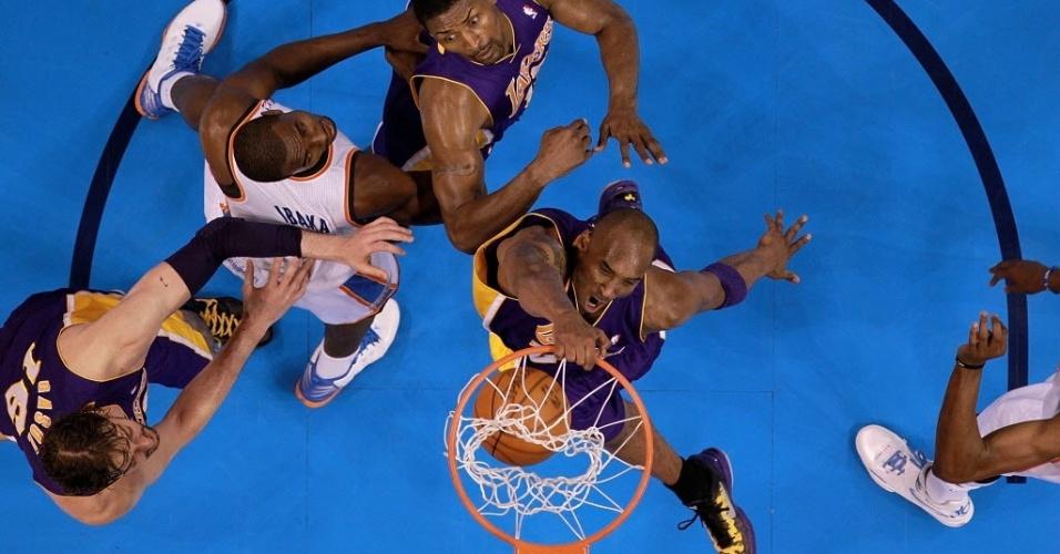 Kobe Bryant enterra na derrota de sua equipe para o Oklahoma City. Estrela do Lakers foi o cestinha da partida com 42 pontos