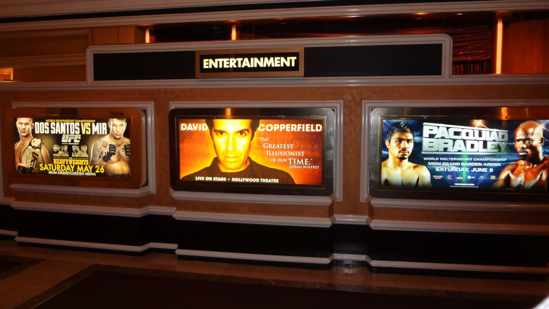No MGM Grand Garden, cartaz do UFC 146 divide espaço com o ilusionista David Copperfield e com a luta de boxe entre Manny Pacquiao e Miguel Cotto