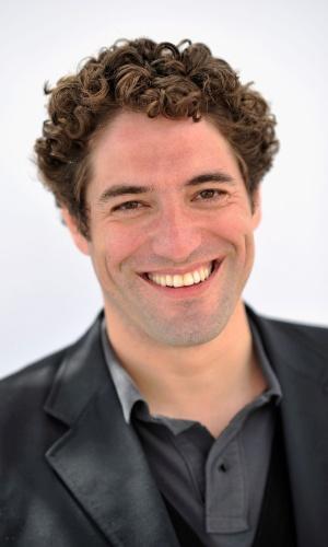 """O ator português Nuno Lopes, que atuou no Brasil na novela """"Esperança"""", posa durante apresentação do filme """"Operation Libertad"""" no Festival de Cannes 2012 (22/5/12)"""