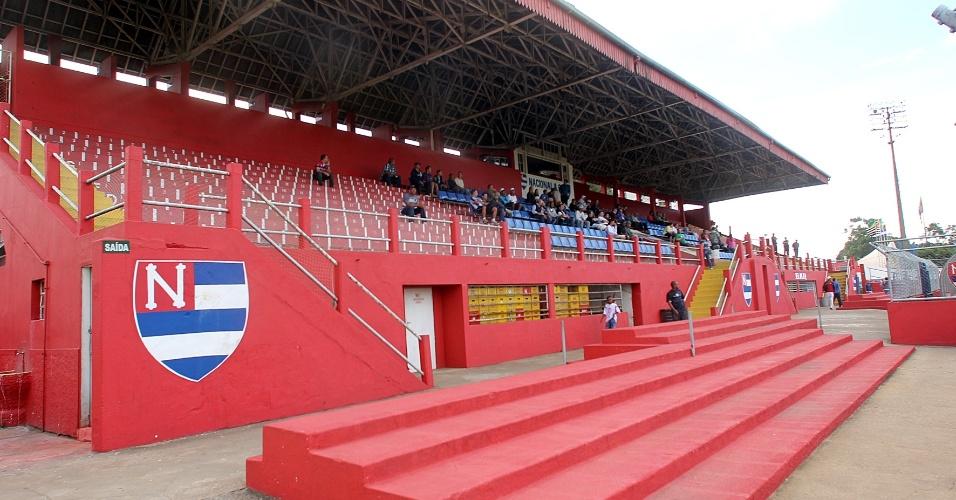 Vista do campo para a arquibancada coberta do Nicolau Alayon no sábado (19/5), em jogo do Nacional