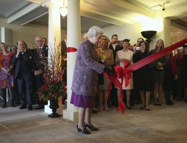 15.mar.2012 - Rainha Elizabeth 2&#170; da Inglaterra reabre nesta quinta-feira (15) o pal&#225;cio de Kensington, antiga resid&#234;ncia da princesa Diana. O local esteve fechado por dois anos para obras de restaura&#231;&#227;o
