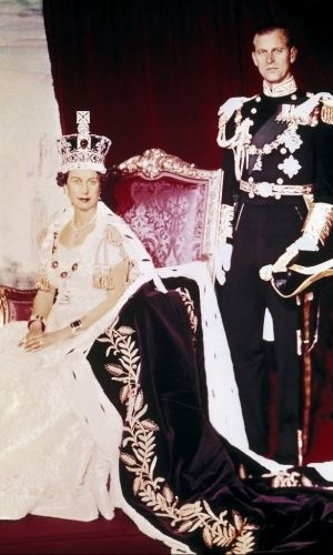 2. jun.1953 - Rainha Elizabeth 2&#170; e seu marido, Pr&#237;ncipe Philip, no dia da coroa&#231;&#227;o dela no Pal&#225;cio de Buckingham, em Londres