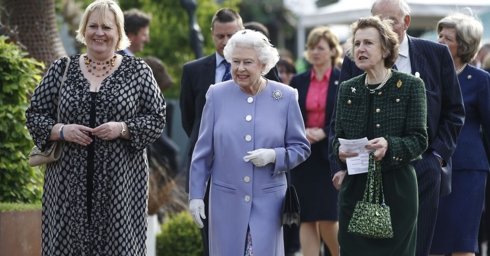 21.mai.2012 - Rainha Elizabeth 2&#170; visita o Chelsea Flower Show, em Londres