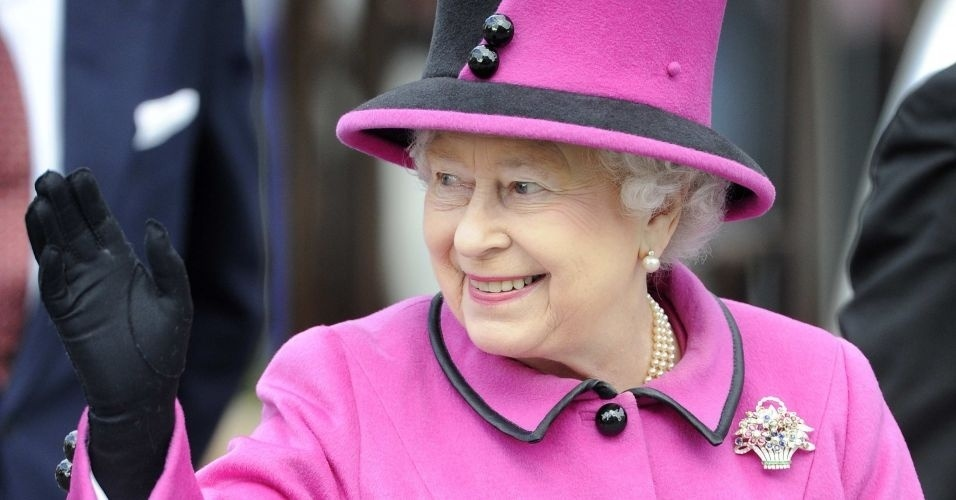 8.mar.2012 - Rainha Elizabeth iniciou uma turn&#234; nacional de seu reino pela Inglaterra para comemorar seu Jubileu de Diamante. A primeira parada foi Leicester, regi&#227;o central da Inglaterra