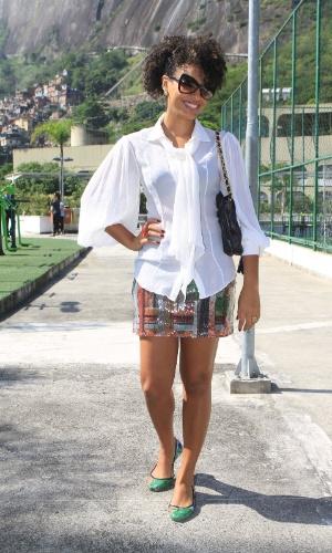 A atriz Sheron Menezes assiste aos desfiles do segundo dia do Fashion Rio 2013 (23/5/12)