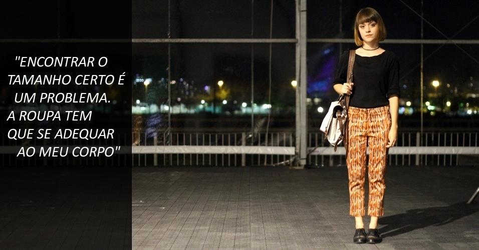 A estudante de moda Carmen Alves, 20, veste malha Ralph Lauren, calça Mary Zaide e sapato estilo oxford Jorge Alex (22/05/2012)