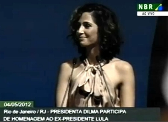 Camila Pitanga ganhou proje&#231;&#227;o internacional ao pedir &#224; Presidente o veto durante cerim&#244;nia oficial
