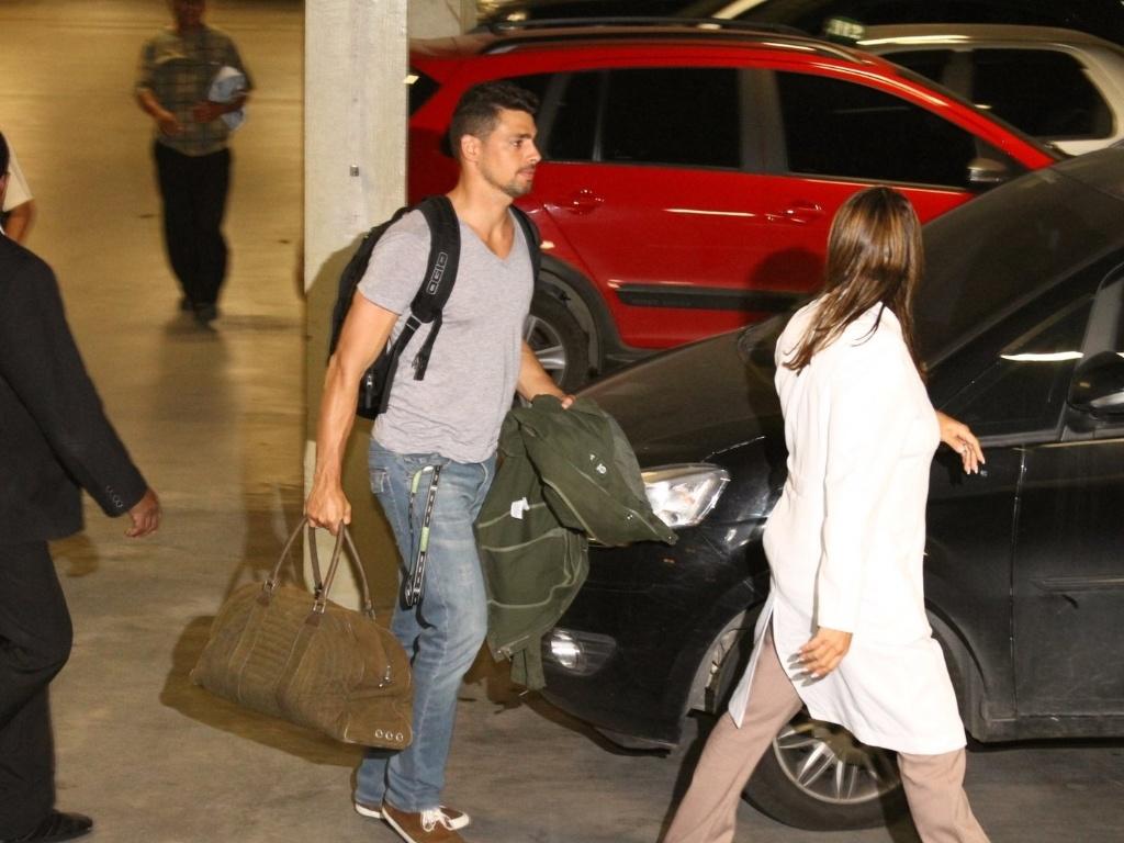 Cauã Reymond chega a maternidade Perinatal na Barra da Tijuca, zona oeste do Rio (23/5/12)