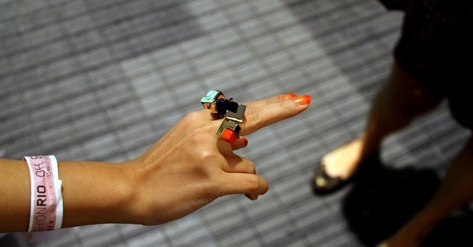 Detalhe para os anéis de Yoon, diretamente da nova coleção da Oh, Boy!