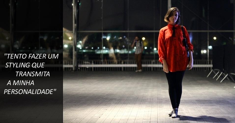 Natália Shor, 30, é analista de mídias sociais e combina leggings Complot a bota New Order e bolsa Seanit. Sua camisa é de brechó e o laço de renda, de uma loja de armarinho (22/05/2012)
