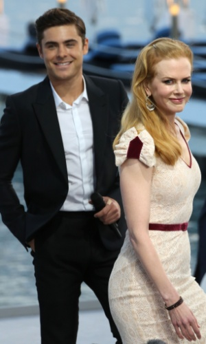 "O ator Zac Efron e a ariz Nicole Kidman chegam ao estúdio do programa da TV francesa ""Le Grand Journal"", no Festival de Cannes 2012 (23/5/12)"