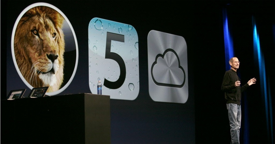 Steve Jobs apresenta o sistema iOS 5 durante evento realizado na Calif&#243;rnia