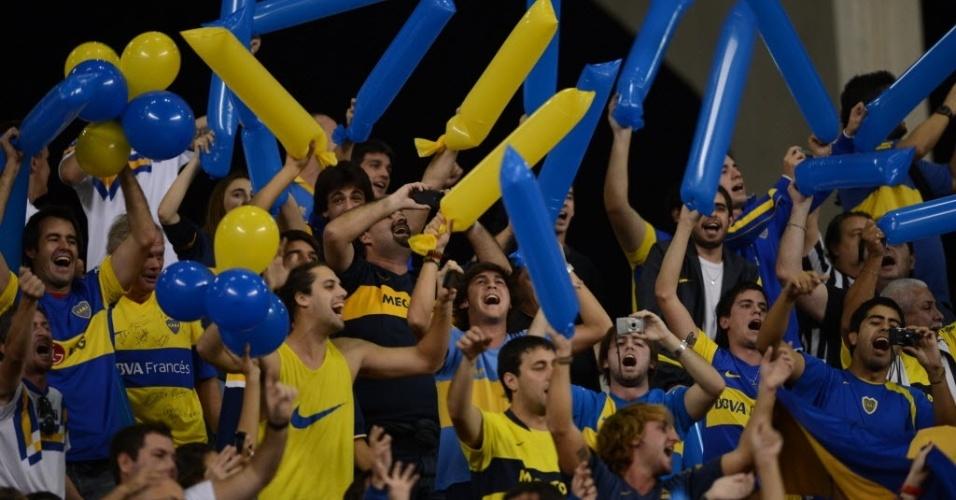 Torcedores argentinos, do Boca Juniors, fazem festa no Engenhão, durante jogo contra o Fluminense