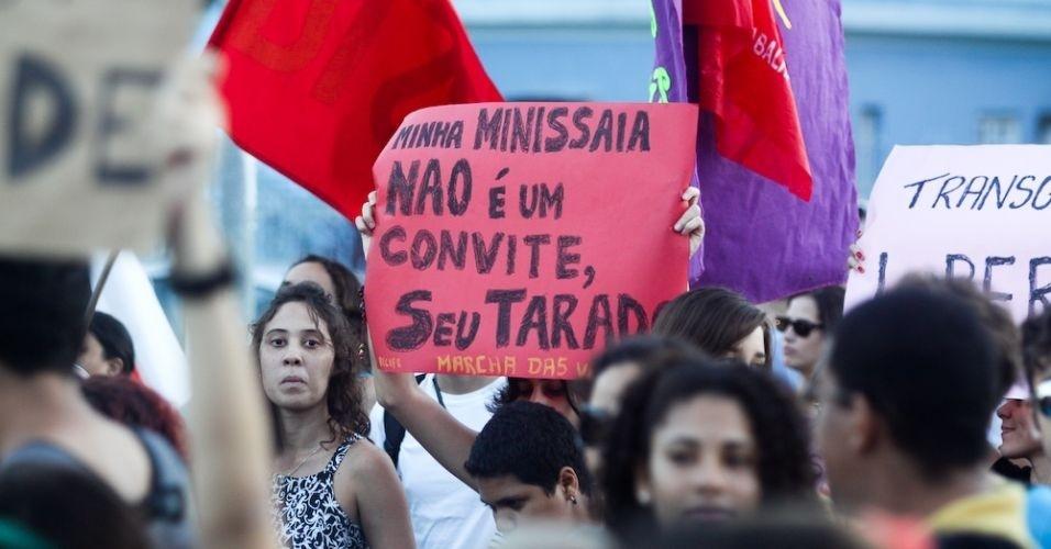 11.jun.2011 - Manifestantes participam da versão pernambucana da Marcha das Vadias para reivindicar respeito às mulheres