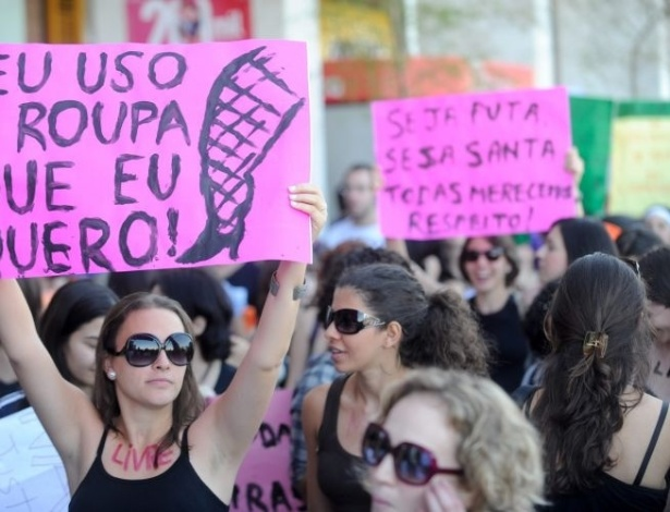 18.jun.2011 - Mulheres participam da Marcha das Vadias, no centro de Braslia, para reivindicar seus direitos