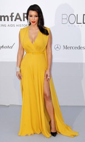 A estrela de reality Kim Kardashian chega a evento em benefício da luta contra a Aids durante o Festival de Cannes 2012 (24/5/12)