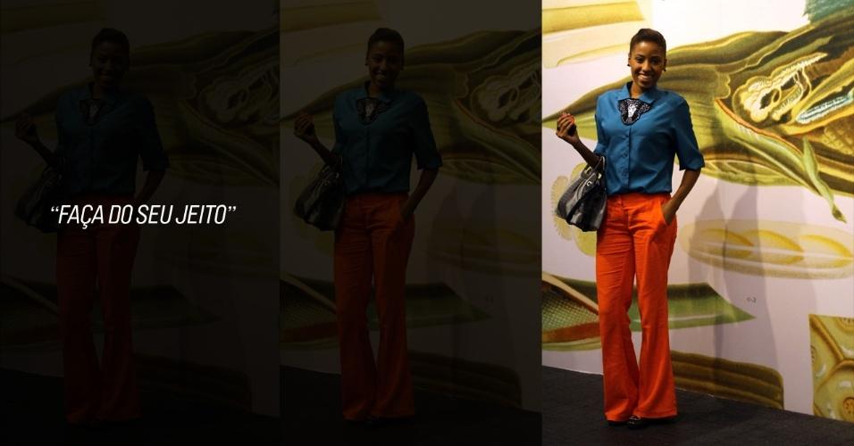 A estudante de jornalismo Anna Paula, 20, apostou na tendência dos blocos de cores, vestindo uma blusa azul que ganhou de presente e uma calça laranja da marca Erva Doce. A bolsa ela emprestou do guarda-roupa da mãe e os sapatos e o colar também foram ganhados de presente (23/05/2012)