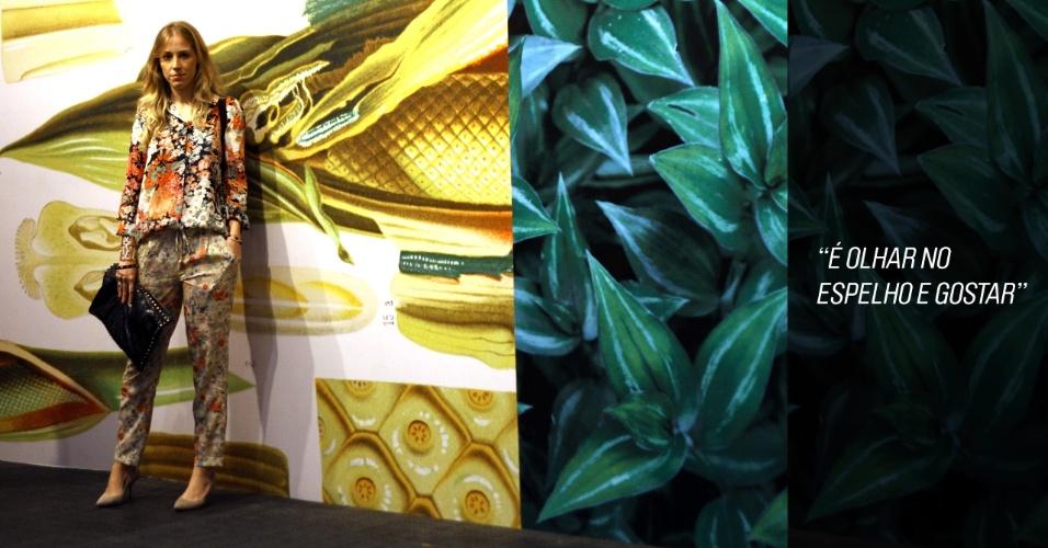 A jornalista Duda Maia, 22, usa look todo floral, com blusa e calça Zara, sapatos Studio Timeless e bolsa W. Maranhão (23/05/2012)