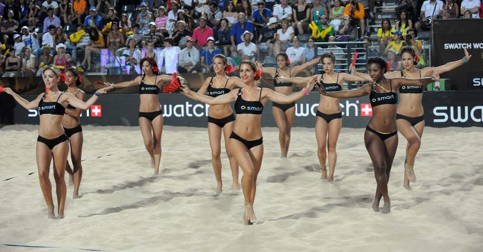 Apesar do Mundial de 2011 ter sido em Roma, cheerleaders fizeram coreografia de dança espanhola durante o intervalo da partida