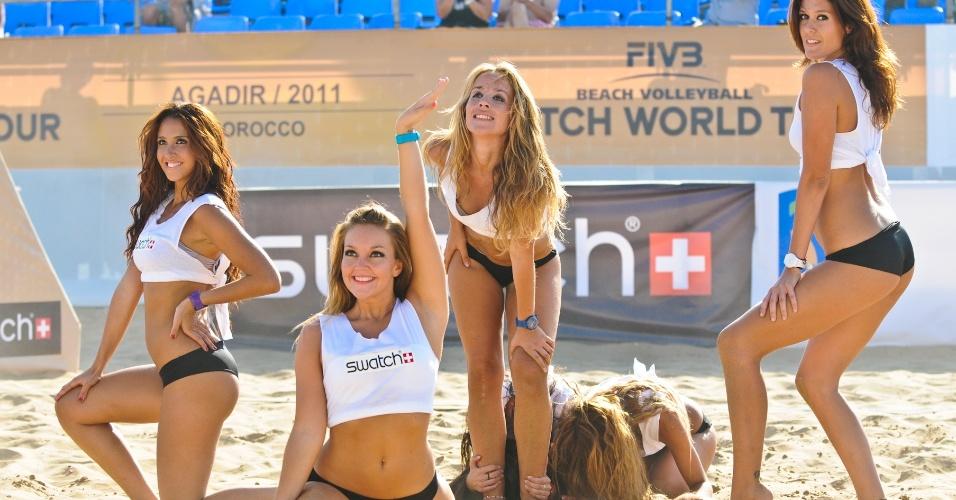 Cheerleaders fazem pose durante intervalo de partida disputada no Marrocos
