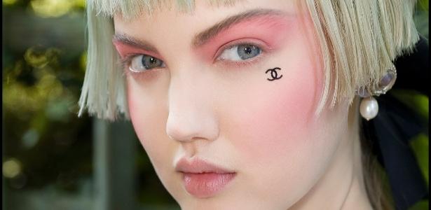 A Chanel apresentou um look totalmente rosa no desfile Cruise 2013