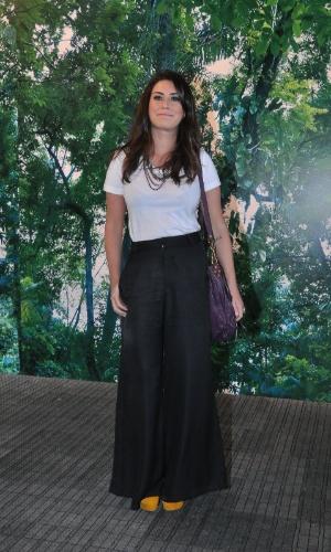 Fernanda Paes Leme confere o terceiro dia de desfiles do Fashion Rio (24/5/12). O evento de moda acontece no Jockey Club, zona sul do Rio
