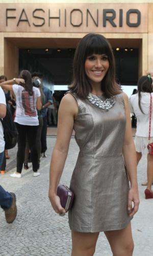 Fernanda Pontes confere o terceiro dia de desfiles do Fashion Rio (24/5/12). O evento de moda acontece no Jockey Club, zona sul do Rio