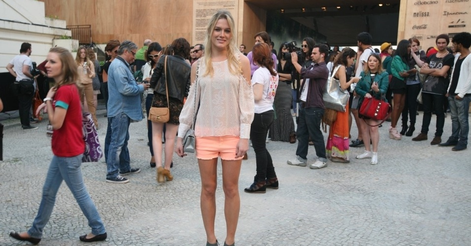 Fiorella Mattheis confere o terceiro dia de desfiles do Fashion Rio (24/5/12). O evento de moda acontece no Jockey Club, zona sul do Rio