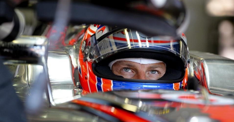 Jenson Button aguarda momento de ir para pista em Mônaco