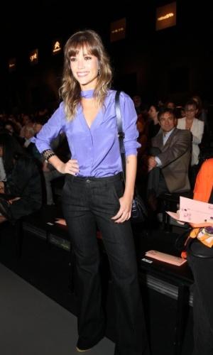 Juliana Didone confere o terceiro dia de desfiles do Fashion Rio (24/5/12). O evento de moda acontece no Jockey Club, zona sul do Rio
