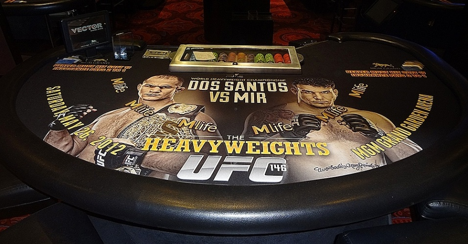 Mesa de black jack no cassino está no clima do combate entre Cigano e Frank Mir