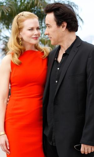 """Os atores Nicole Kidman e John Cusack, que vivem um romance, com direito a troca de cartas apimentadas em """"The Paperboy"""", apresentam o filme no Festival de Cannes 2012 (24/5/12)"""