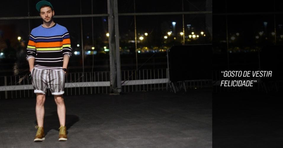 Pedro Antônio, 25, é estilista da Coca Cola Clothing e usa camisa, tênis e boné da H&M e short da ASOS (23/05/2012)