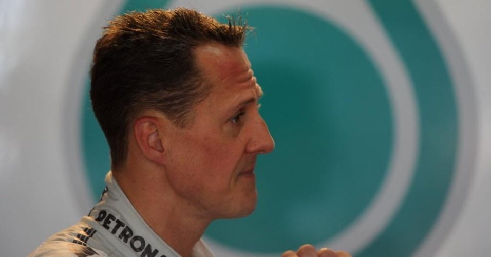 Schumacher se prepara para entrar na pista em Monte Carlo