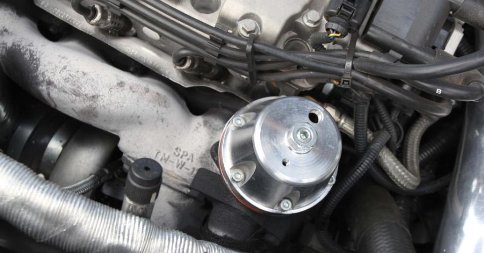 Turbo da SPA Racing, instalado na Saveiro preta, fez a potência saltar para aproximados 300 cv