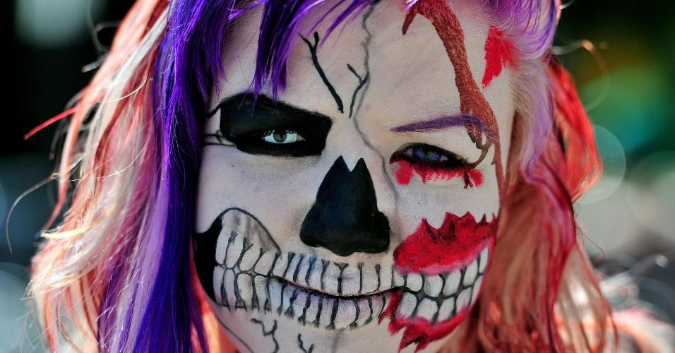 25.mai.2012 - Garota maquiada participa de festival gótico em Leipzig, na Alemanha, que espera receber cerca de 20 mil pessoas