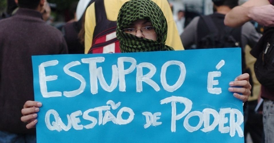 4.jun.2011 - Manifestante usa v&#233;u no rosto e diz que &#34;estupro &#233; quest&#227;o de poder&#34; durante Marcha das Vadias, na avenida Paulista (zona oeste de S&#227;o Paulo). O protesto se inspira na &#39;SlutWalk&#39;, manifesta&#231;&#227;o de alunas universit&#225;rias em Toronto (Canad&#225;) no &#250;ltimo m&#234;s de abril. Na ocasi&#227;o, um policial sugeriu &#224;s alunas que n&#227;o se vestissem como &#34;vadias&#34; para n&#227;o serem v&#237;timas de abusos sexuais